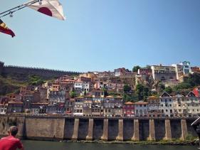 Pohled na Porto z plavby po řece Douro