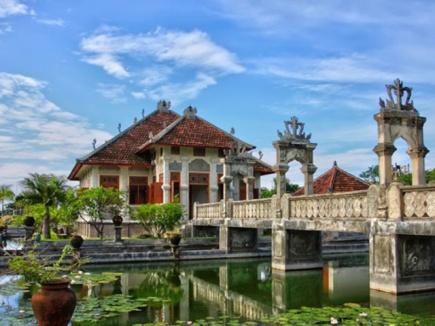 5. Water Palace Ujung /Photo: http://www.bukitasrilodge.nl